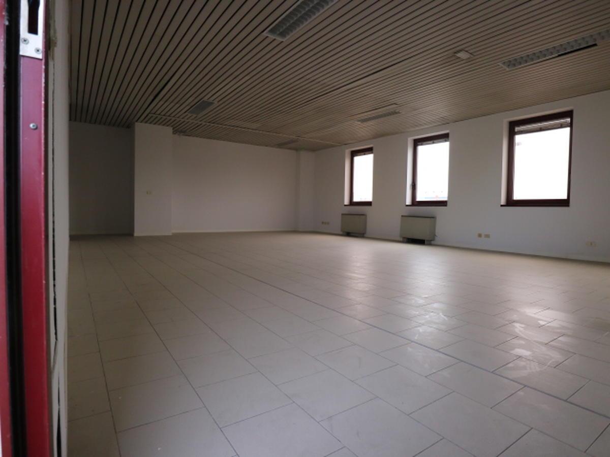 Ufficio Commerciali In affitto - 2