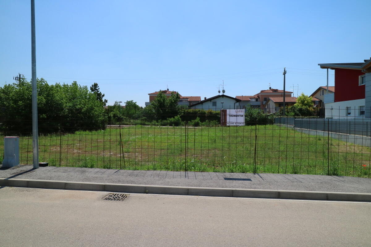 Terreno Residenziale In vendita - 2
